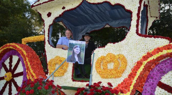 Mandevilla 1. zur neuen Blütenkönigin von Wiesmoor gekürt