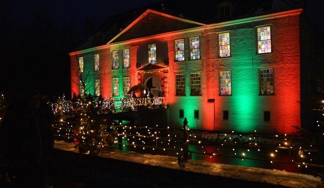 Weihnachtsmarkt am Wasserschloss in Dornum